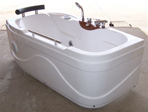 Cost Of Bathtubs Luxury Spas And Whirlpool Bathtubs Ow 9013 Jetted Tub