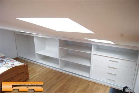 hacer lara techo armario en buhardilla con puertas correderas sant feliu