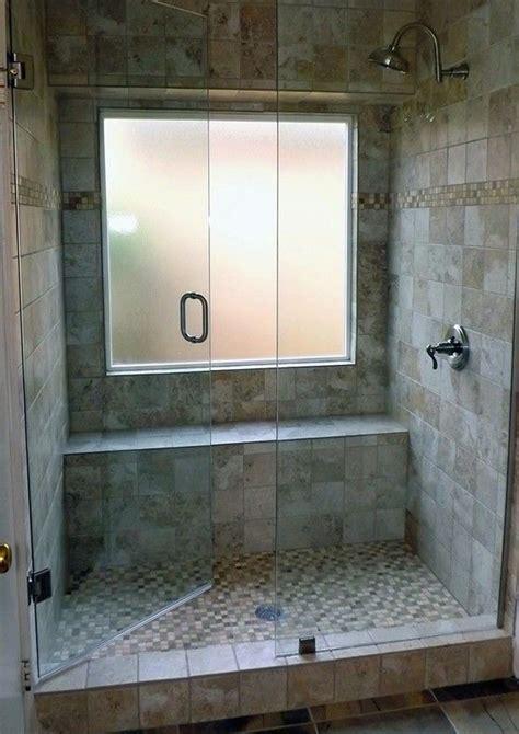 fare sotto la doccia finestra nella doccia problemi idee soluzioni design