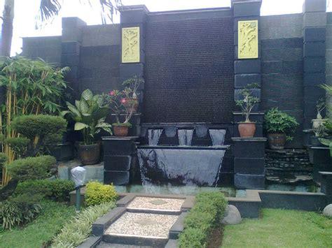 desain taman depan rumah dengan air mancur 14 model desain air mancur dingding batu alam rumah impian