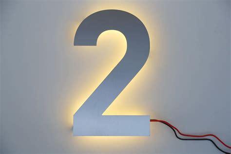 hausnummer mit beleuchtung hausnummer 2 aus edelstahl mit led beleuchtung