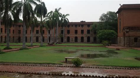 Mba At Miranda House Delhi by Du College Miranda House Declared No Selfie Zone