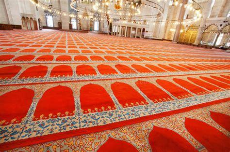 rote teppiche rote teppiche mit traditionellen mustern auf boden