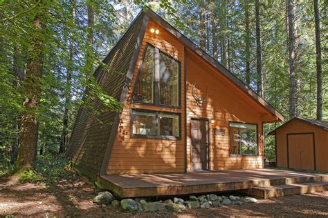 Mountain Cabin Rentals Washington by Lindgren Haus Vacation Rental Cabin River Cabins