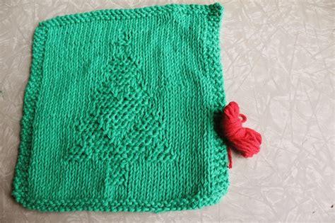 christmas tree knitting pattern dishcloth weekly dishcloth knitting the christmas tree pattern