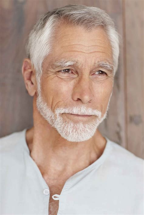 and modern older men haircut with layers and very short in