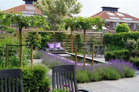 strakke tuin plantenbakken tuin met strakke visvijver poortvliet