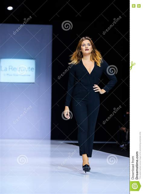 plus size runway show fashion week spring summer 2014 ivillage plus size model walk runway for la redoute plus size