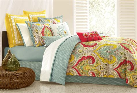 Bedspreads And Comforters by 1000 Images About Bright Bold And Beautiful Bedspreads