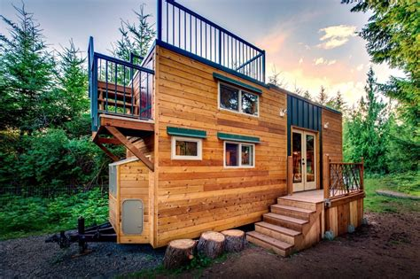Tiny House Deck | 204 sq ft mountaineer tiny home with rooftop deck