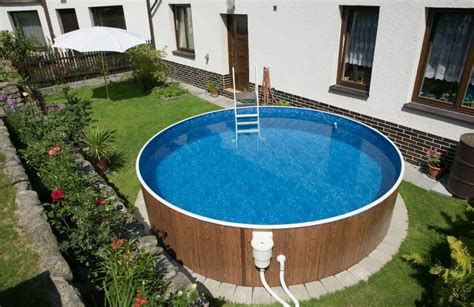 freistehender pool 10 differences between above ground swimming pools and in