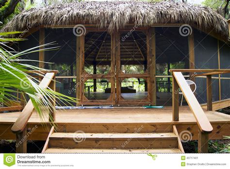 Tiki Hut Construction Large Tiki Hut Building In Florida Park Stock Image