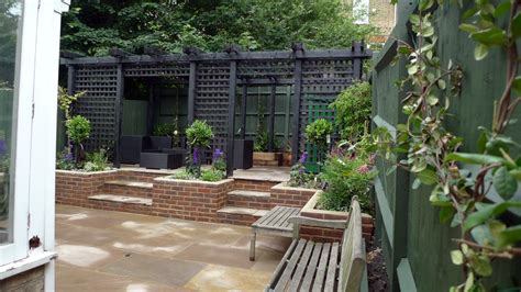 Small Wall Trellis Garden Design For Difficult Sloped Garden