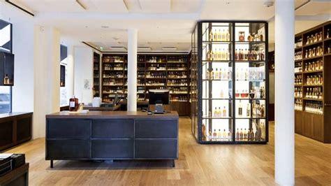 asiatische stehlen diebe stehlen japanische whisky flasche im wert 252 ber