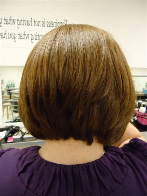 back view of mid length hair bob medium length inverted bob haircut women hairstyle ware