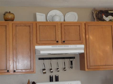 Where To Put Handles On Kitchen Cabinets We Did A Pinstripe Stain On Our Kitchen Cupboard Doors We Also Put Knobs And Handles On The