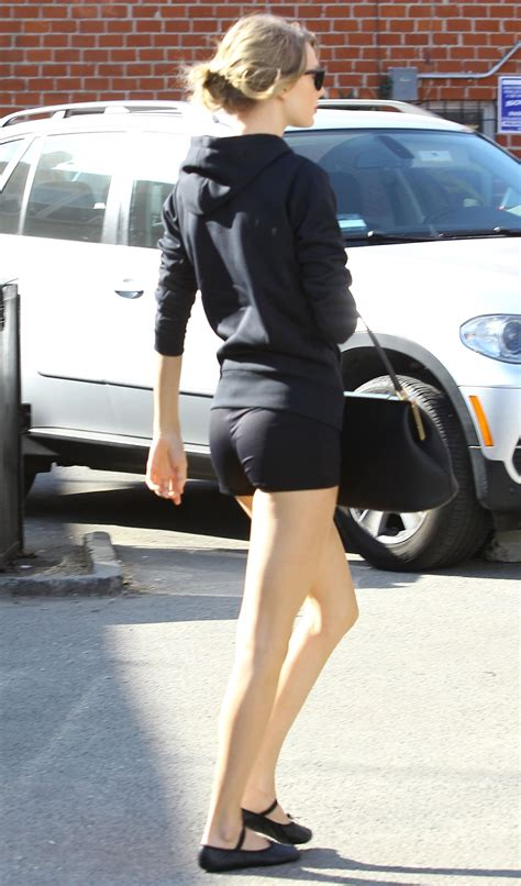 taylor swift leaving the gym in beverly hills   sawfirst hot celebrity pictures