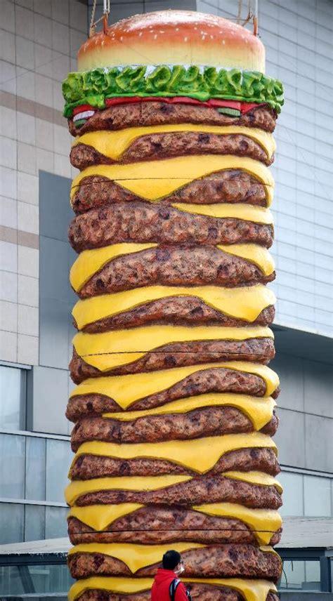 How Big Is 10 Square Meters by Huge Hamburger Model Shocks Shenyang 1 Chinadaily Com Cn