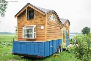 cool little houses cool tiny house on wheels with bedrooms for four digsdigs