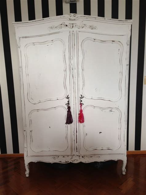 vintouch muebles reciclados pintados  mano ropero