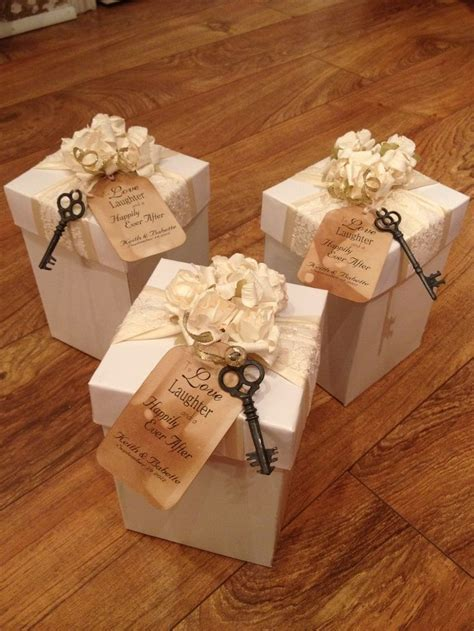 Best 20  Wedding favor boxes ideas on Pinterest