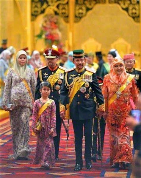 sultan hassanal bolkiah son l r brunei s pengiran anak sarah her husband crown