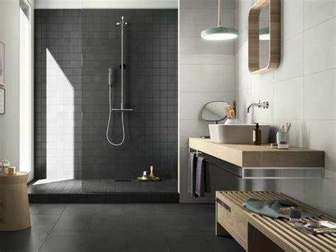 Ordinaire Salle De Bain Effet Beton #1: Carrelage-effet-b%C3%A9ton-salle-de-bain-zen-grise-meubles-en-bois.jpg