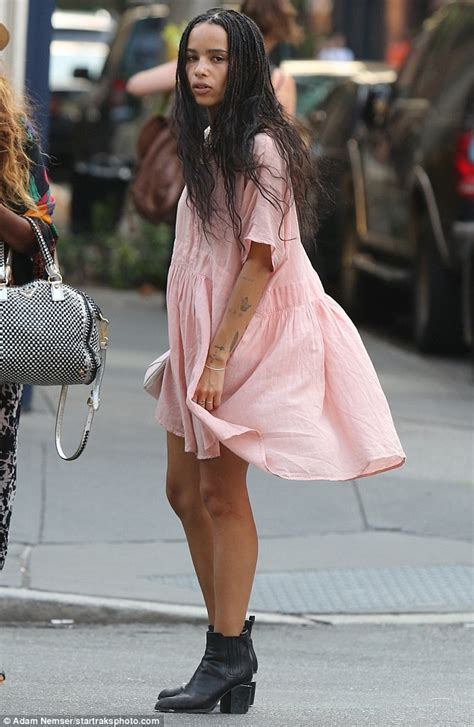 zoe kravitz casual outfits zoe kravitz shows off her toned legs in pretty pastel