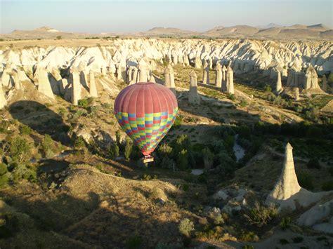 camini delle fate mongolfiera camini fate dalla mongolfiera viaggi vacanze e turismo