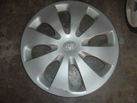 2000 toyota camry hubcap sell 2000 toyota camry hubcap wheel cover 15 oem used