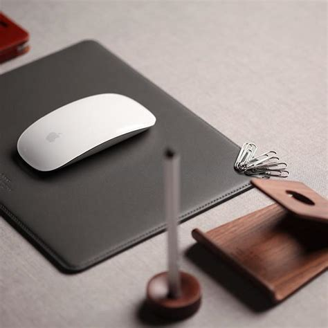 Mouse Pad 1 Juta leather mouse pad with magnetic cable management ckie