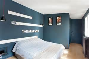 agréable Chambre Marron Et Turquoise #5: chambre-parentale-peinture-bleu-petrole-tete-de-lit-avec-niches-deco_5497241.jpg