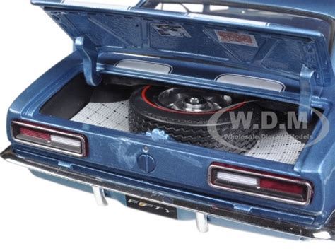 Diecast Mobil Chevrolet Camaro 128 Top Diecast Metal 1967 chevrolet camaro z 28 50th anniversary nantucket blue limited edition to 1002pcs 1 18