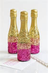 How To Decorate Champagne Glasses How To Decorate Mini Champagne Bottles With Glitter Ehow