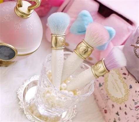 Laduree Makeup laduree les merveilleuses makeup brushes 3 style