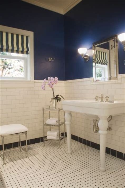 Navy blue and white bathroom this would work really well for the nautical bathroom house