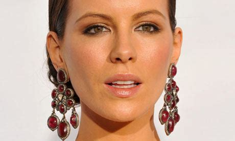 Kate Beckinsale Is Barbarella by Daily Express Makes 163 20 000 Libel Payout To Kate