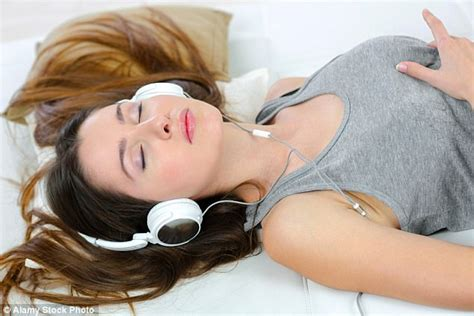 New Ihearsafe Headphones Aim To Save The Hearing Of The Ipod Generation by S 3d Sound System To Be Used In Doctor Who Daily