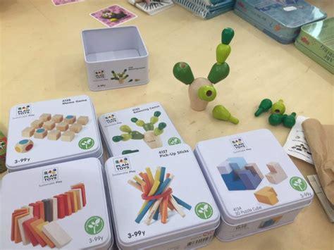giochi da tavolo con carte giochi da tavolo di carte e di ingegno in vacanza con i