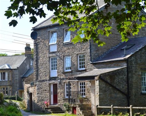 Leyburn Cottages by Around About Britain Hotels B Bs Self Catering