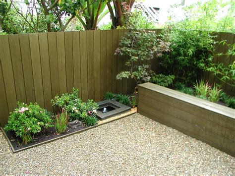 Ideas For A Small Backyard Tips On Build Small Backyard Landscaping Ideas Inexpensive Fencing Ideas With Flower Bed And