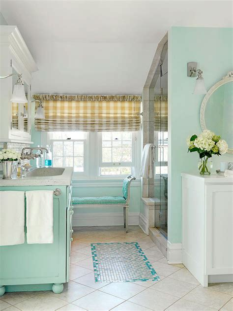 beachy cottage bathroom