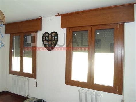 tende per finestre con cassonetto foto finestra a due ante con cassonetto di dual