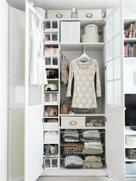kleiderschrank weiß mit einlegeböden wohnzimmerdecke