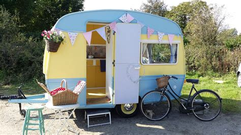 Molly 60's Eccles 305gt Vintage Caravan   Lucy Jayne