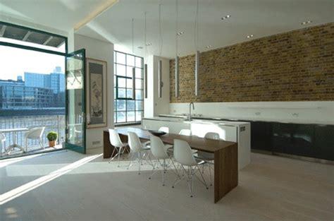 apartamento loft minimalista en blanco y negro decoraci 243 n antiguo almac 233 n de londres convertido en un apartamento