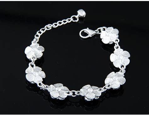 Gelang Korea Flower Decorated Simple Design white flower shape decorated simple design alloy