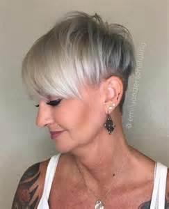 graycoming in of bob hairstyles for 70 yr 17 migliori idee su tagli di capelli corti grigi su