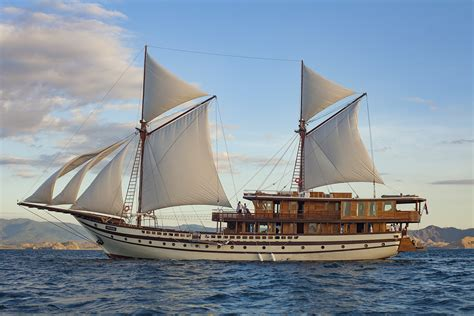 yacht sourcing voyage 55 metre wooden phinisi yacht prana launched in indonesia