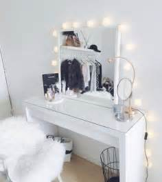 Makeup Vanity Table With Mirror by 25 Best Ideas About Dressing Table Vanity On
